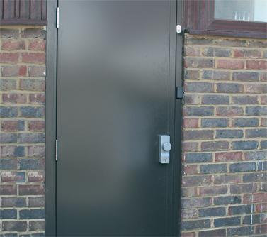 Монтаж и изработка на метални врати за мазета